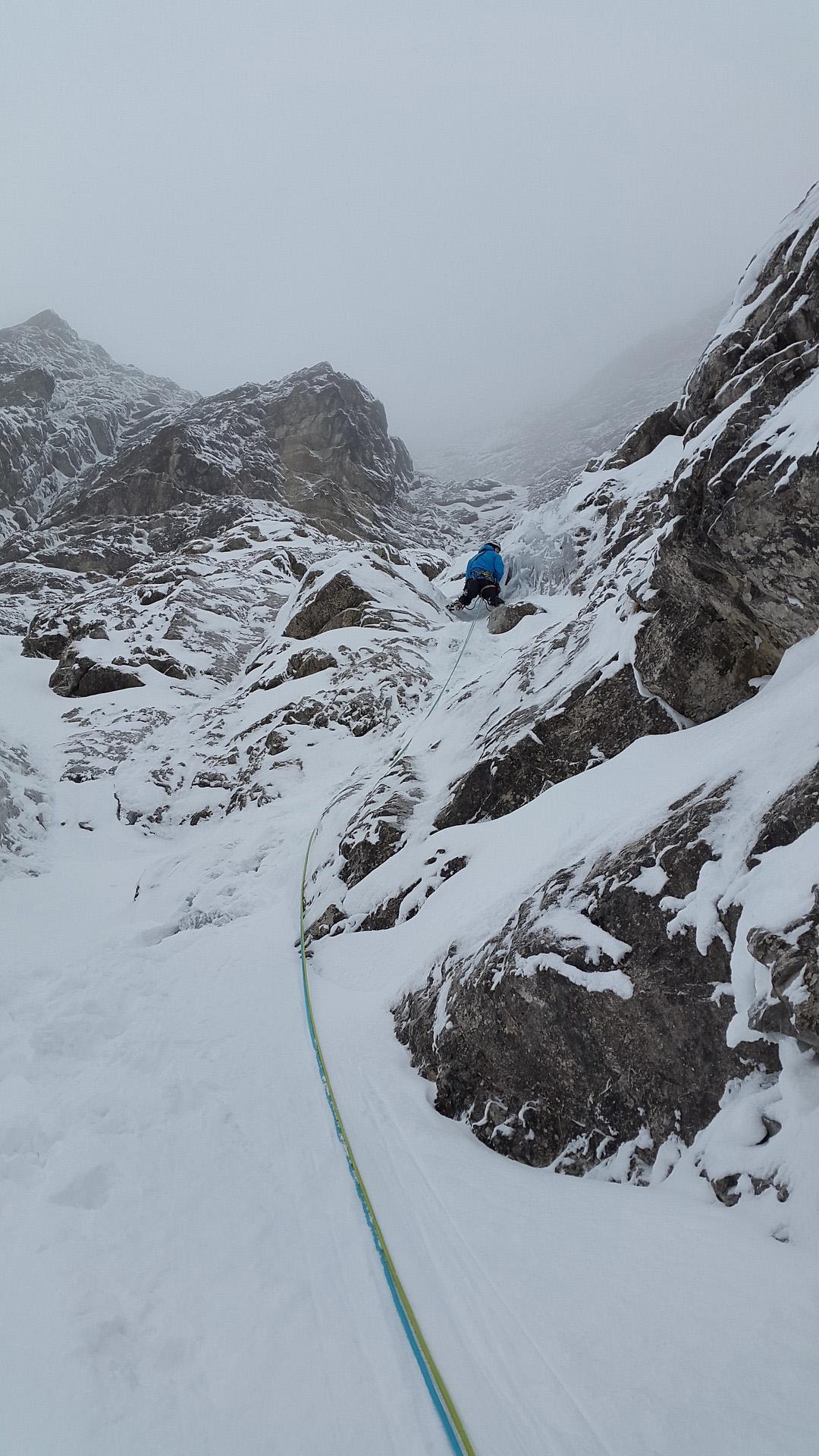 mixed-climbing-1204218_1920